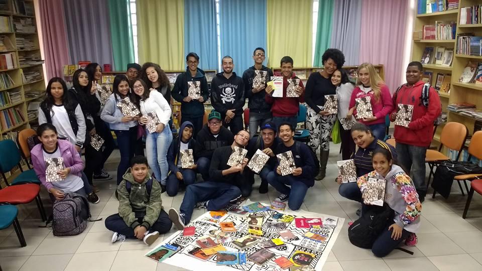 Estudantes lendo autoras negras