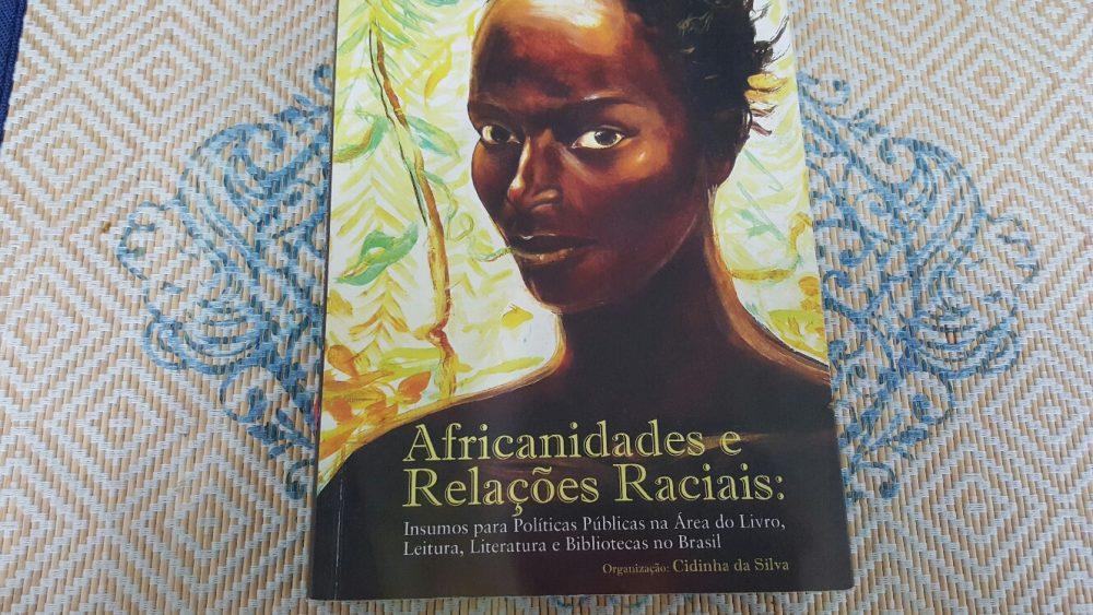 Capa do livro Africanidades