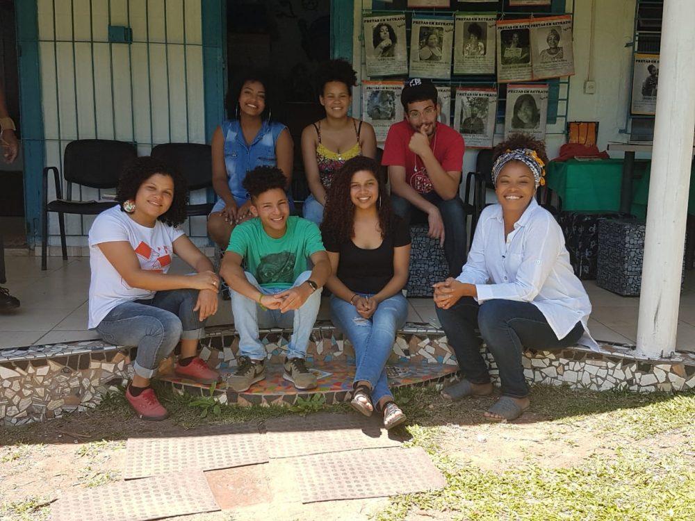 jovens mediadores de leitura e Didi Couto do programa Metrópolis